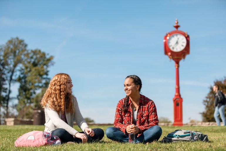 IU students sitting outside