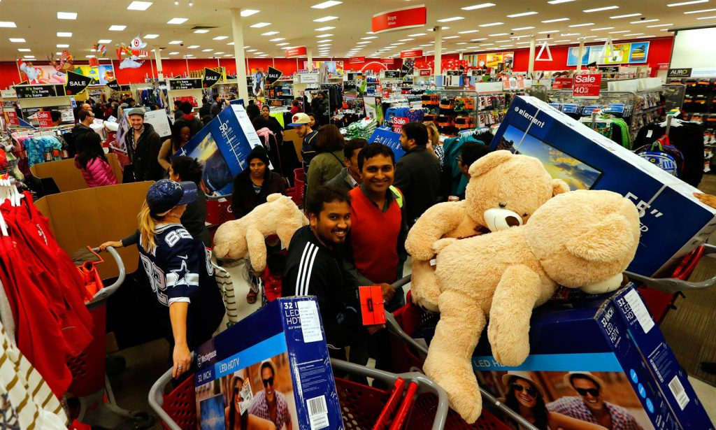People shopping on black friday